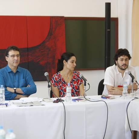 Paulo Werneck (direita) fala na coletiva de encerramento da Flip Foto: Felipe Hanower / Agência O Globo