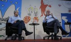 Jorge Edwards (direita) e Almeida Faria falaram de sua relação com a produção literária do Brasil Foto: Felipe Hanower / Agência O Globo