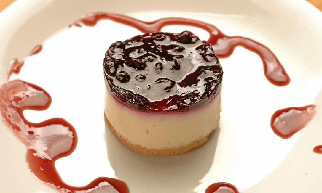 No menu de sobremesas do Cavist, o cheesecake vem com calda de goiabada Foto: Divulgação/Selmy Yassuda