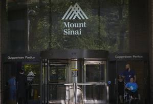 Americano foi admitido no hospital Mount Sinai, em Manhattan, nessa segunda-feira Foto: CARLO ALLEGRI / REUTERS