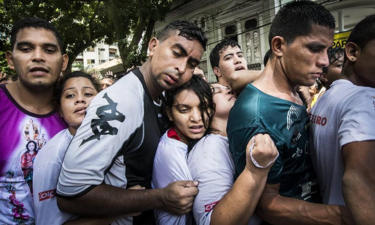 Isabela esteve também no Círio de Nazaré, em Belém do Pará. Lá, registrou a multidão de fiéis que se aglomera em torno de uma corda Foto: Divulgação/ Isabela Senatore