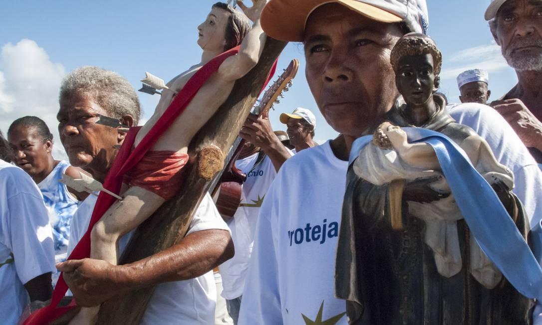 Os devotos de São Sebastião e São Benedito também foram fotografados, em Itaúnas, no Espírito Santo Foto: Divulgação/ Isabela Senatore