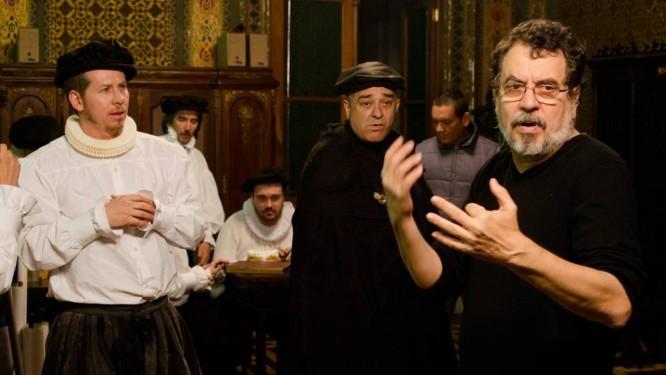 Os atores Evandro Soldatelli, Zé Adão Barbosa com Jorge Furtado no documentário 'O mercado de notícias'