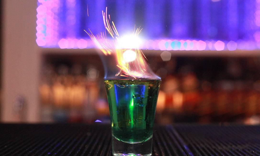 Na Bla Blá Champanheria, o flamejante é preparado com absinto, tequila, licor de menta e canela Foto: Divulgação