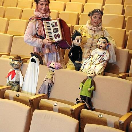 No palco. Viviane (à esquerda) e Laura são atrizes e idealizadoras da peça Foto: Fabio Rossi / Fabio Rossi