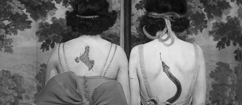 Mulheres com tatuagens e vestidos, de autor anônimo Foto: Divulgação/CORBIS pour Bettmann