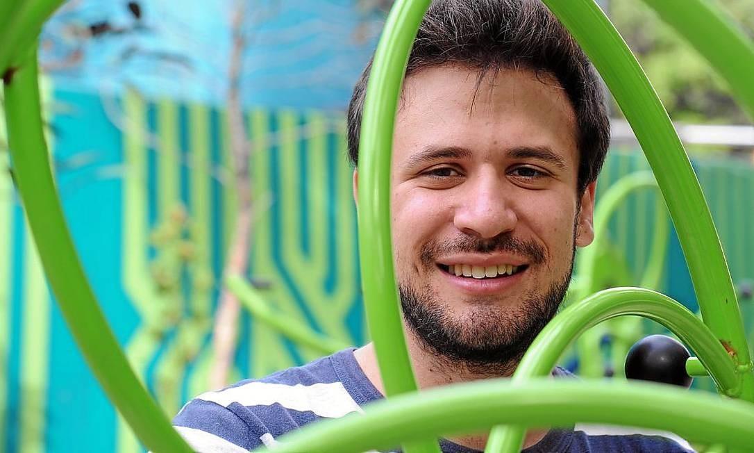 O pianista brasileiro Cristian Budu é premiado internacionalmente e investe em recitais na casa das pessoas Foto: Adriana Lorete / O Globo