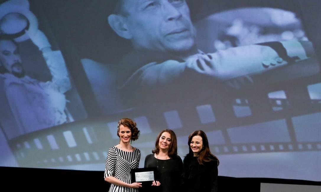 Homenagem a José Wilker e palmas a filme com Juliana Paes e Nelson Xavier aquecem Gramado
