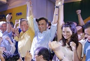 Candidato do PSDB à Presidência, Aécio Neves participa de encontro de prefeitos em Manaus ao lado de Arthur Virgílio (de amarelo) Foto: Igo Estrela / Divulgação