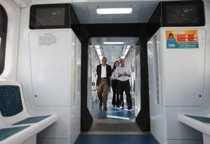 Candidato ao governo do Rio, Pezão visita o pátio de manutenção dos trens da Supervia, em Deodoro Foto: Alexandre Cassiano / O Globo
