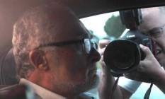 Genoino, que cumpria prisão domiciliar em abril, deixa o Instituto de Cardiologia do Distrito Federal (ICDF) após ser examinado Foto: Givaldo Barbosa / O Globo