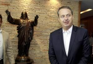 Eduardo Campos em visita ao arcebispo do Rio Foto: Domingos Peixoto / O Globo