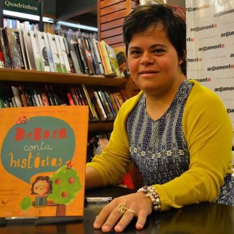 Além de aulas, Débora se dedica à literatura infantil, escrevendo contos em que os personagens enfrentam constrangimento Foto: Reprodução