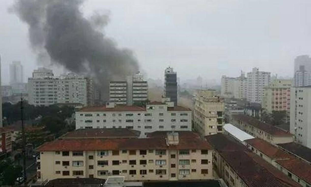 Jato caiu em Santos, no litoral paulista, por volta das 10h de quarta-feira Foto: @geraldosilva239.jpg / Twitter