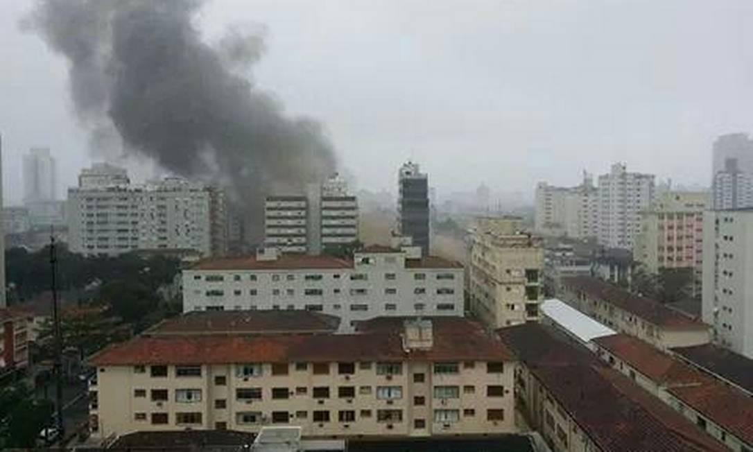 Helicóptero cai em Santos, no litoral paulista Foto: @geraldosilva239.jpg / Twitter