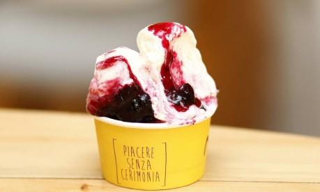 Na Momo Gelateria, sorvete de creme com a cereja amarena Foto: Divulgação