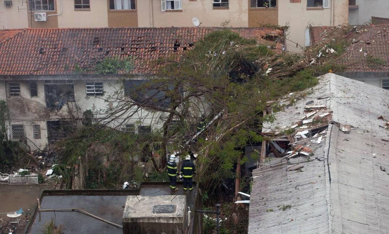 Visão aérea do local destruído pela queda da aeronave Foto: RICARDO NOGUEIRA / AFP