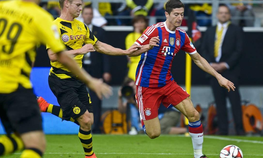 Lewandowski, ex-Borussia, estreia no Bayern de Munique com derrota para seu antigo clube em Dortmund: 2 a 0 na final da Supercopa da Alemanha Foto: Sascha Schuermann / AP