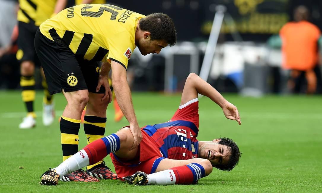 Zagueiro espanhol Javi Martínez saiu machucado da partida Foto: Patrik Stollarz / AFP