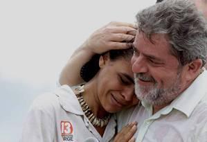 Juntos. Marina e Lula em ato eleitoral de 2002 no Acre Foto: Jorge Araújo / Jorge Araújo/22-08-2002