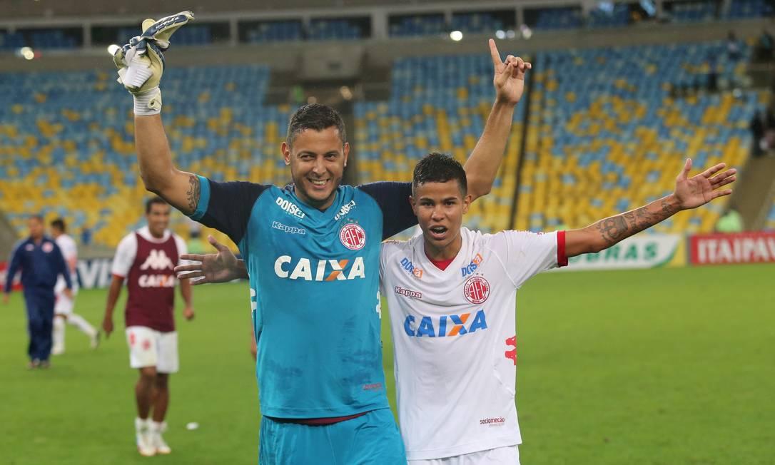 Ex-Fluminense, o goleiro Fernando Henrique comemora a histórica classificação Foto: Marcelo Theobald / Agência O Globo