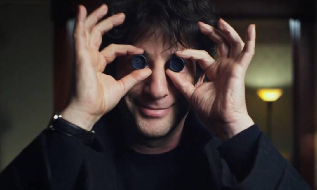 Neil Gaiman durante a produção do longa 'Coraline', adaptação de seu livro homônimo: autor agora é tema de biografia Foto: / Divulgação