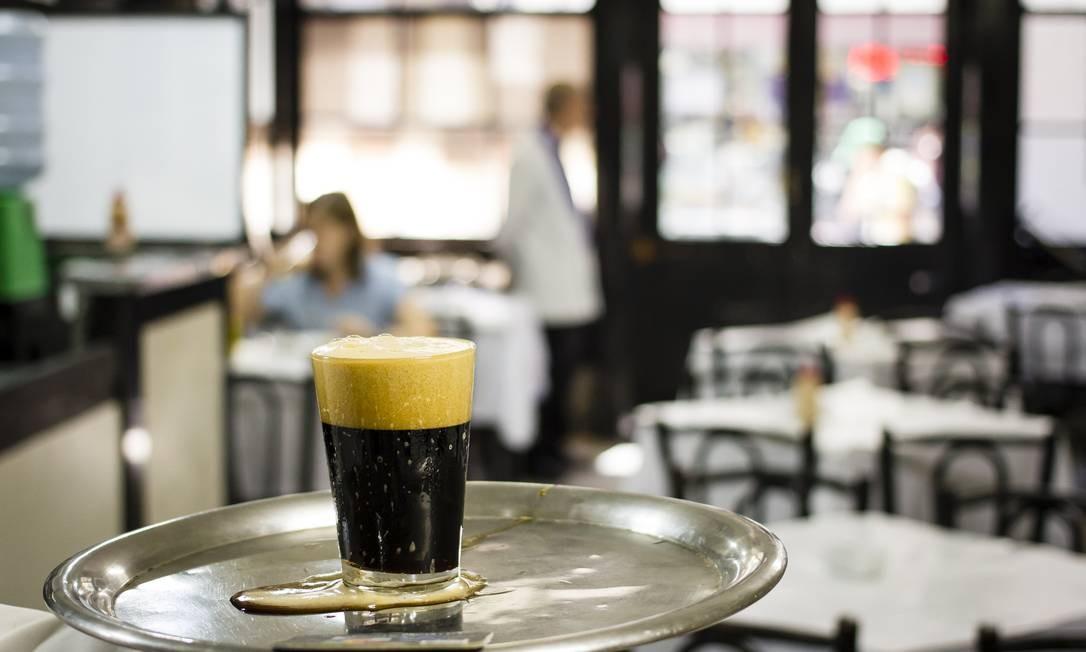 Chope bem tirado no Bar Luiz Foto: Fernando Lemos
