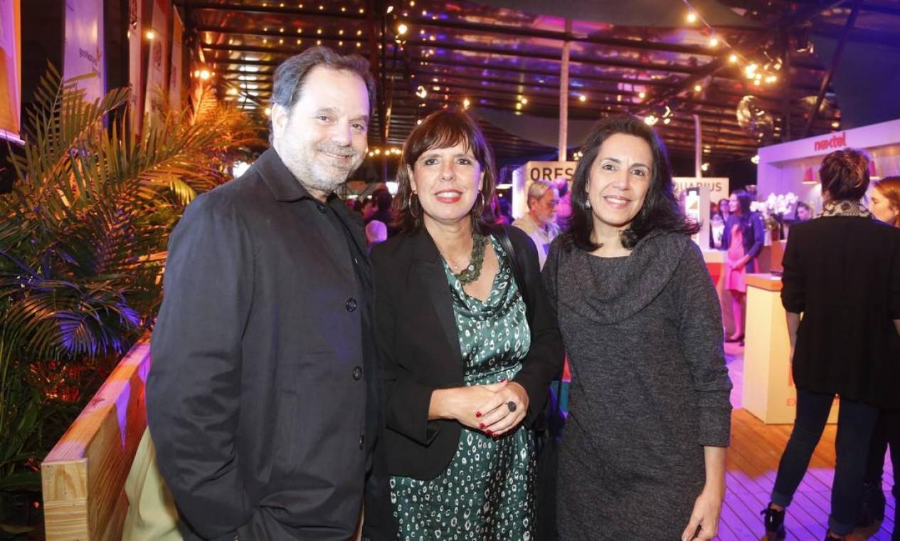 Sandra Sanches (ao centro), diretora-executiva do GLOBO, falou da importância da premiação como um reconhecimento do trabalho de quem faz a gastronomia do Rio Foto: Marcelo Carnaval/O Globo