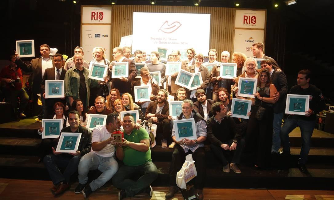 Os chefs e donos de restaurantes comemoraram o Prêmio Rio Show de Gastronomia, no Jockey Club Foto: Marcelo Carnaval / Agência O Globo