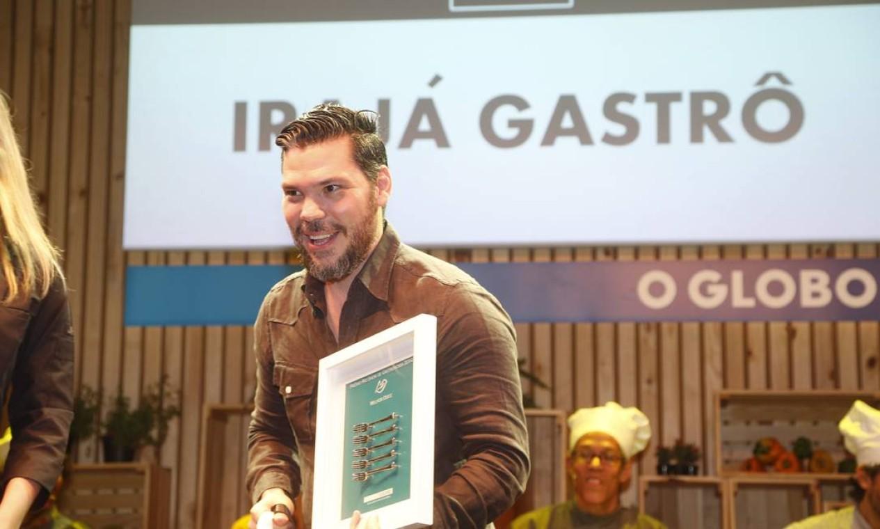 O chef Pedro de Artagão, do Irajá Gastrô, recebeu o prêmio de melhor doce Foto: Marcelo Carnaval/O Globo