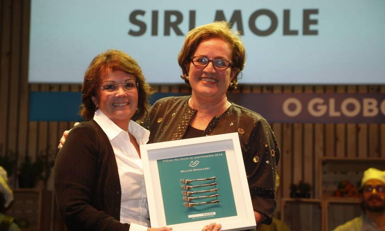 A chef Isis Rangel, do Siri Mole, recebeu o prêmio na categoria melhor brasileiro Foto: Marcelo Carnaval/O Globo