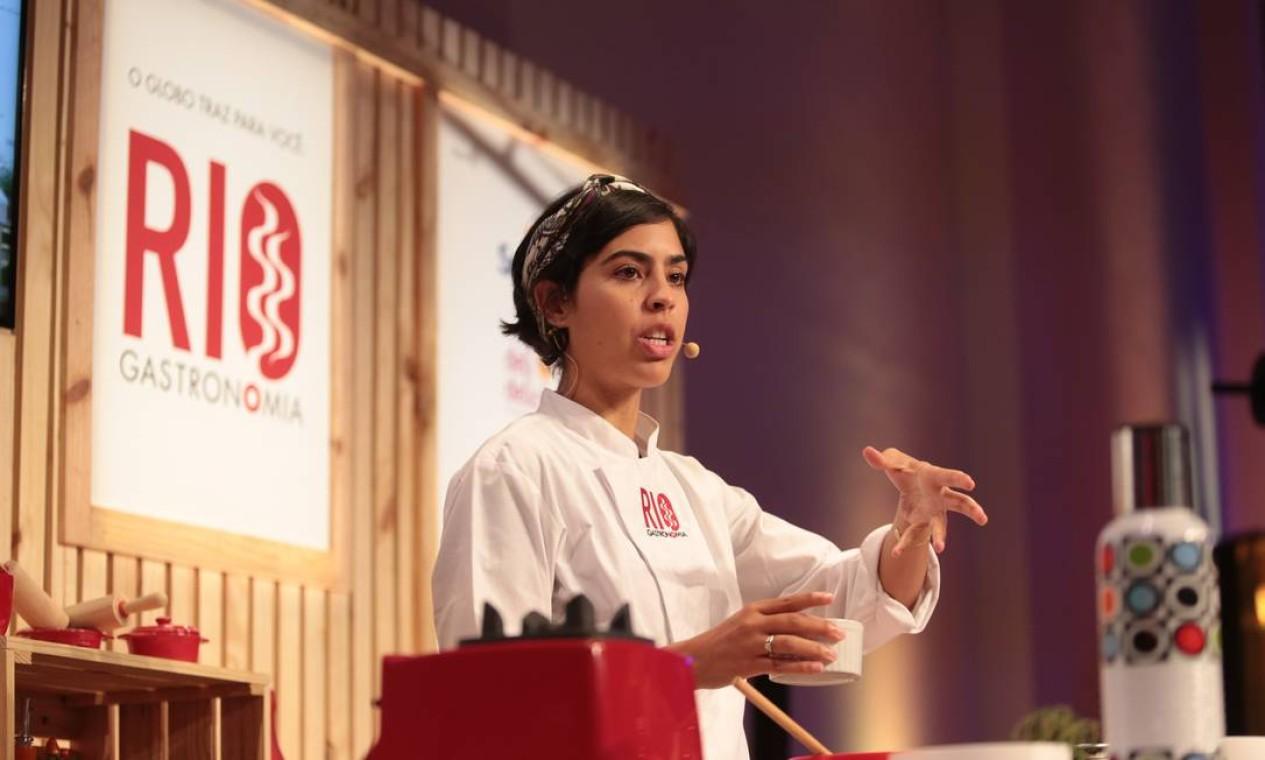 Bela Gil falou sobre culinária natural e ensinou duas receitas ao público Foto: Cecília Acioli/O Globo