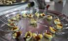Pudim de leite com açúcar de coco preparado na aula da chef Gisela Abrantes e da nutricionista Sonja Salles no Espaço Senac Foto: Cecília Acioli/O Globo