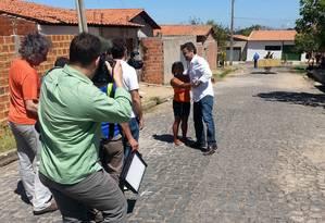 Aécio Neves grava cenas para o programa de campanha na periferia de Teresina Foto: Maria Lima