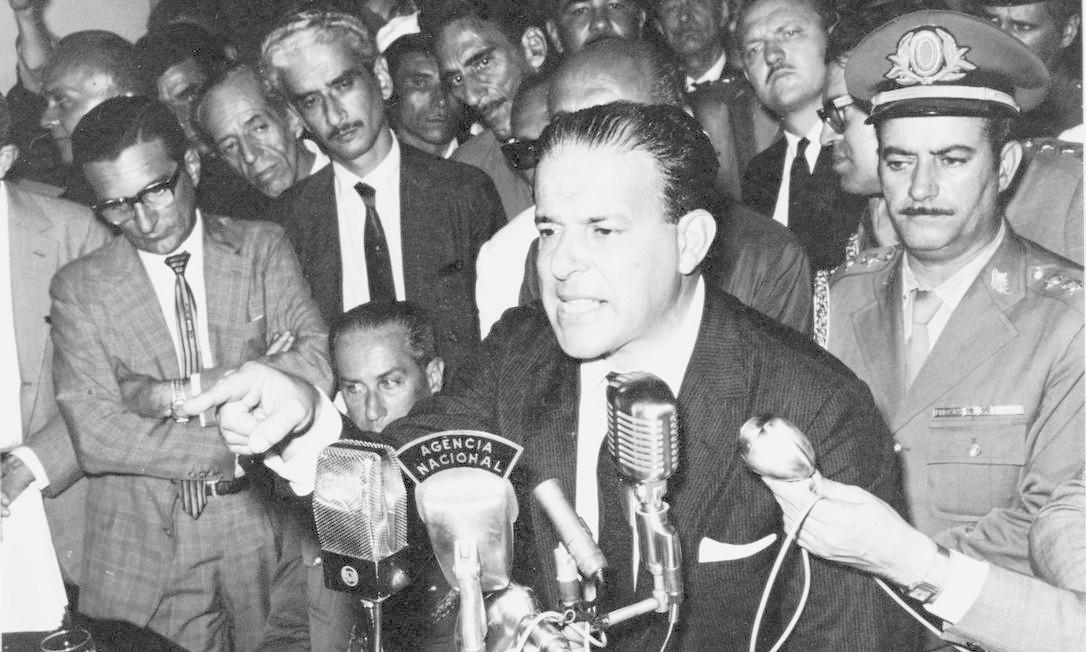 30.03.1964 - ARQUIVO - PA - PRESIDENTE JOÃO GOULART EM COMÍCIO NO AUTOMÓVEL CLUB NA VÉSPERA DE SUA DERRUBADA EM 31 DE MARÇO DE 1964. Negativo 32652