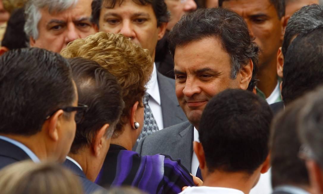 BRASIL - RECIFE - PE - 17/08/2014 - PA - ACIDENTE AÉREO MATA EDUARDO CAMPOS. A Presidente Dilma Roussef ao lado de e de outros políticos Aécio Neves durante o velório do ex governador Eduardo Campos, no Palácio das Princesas, sede do governo de Pernambuco. FOTO ANDRE´ COELHO / Age^ncia O Globo Foto: ANDRE COELHO/Agencia O Globo / Agência O Globo