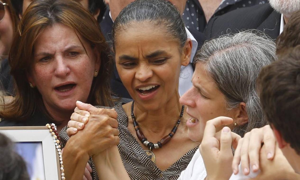 A candidata à vice da chapa de Eduardo Campos permaneceu ao lado de Renata, viúva do ex-governador de Pernambuco Foto: RICARDO MORAES / REUTERS