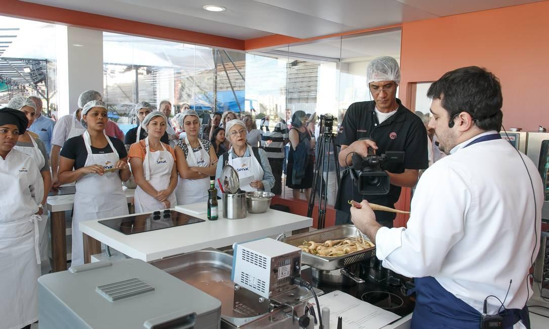 O chef Rafa Costa e Silva falou sobre a importância de plantar os próprios alimentos Foto: Marco Sobral/O Globo