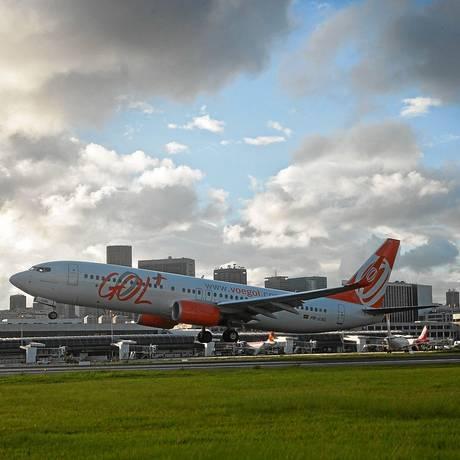 Avião da Gol decola no Santos Dumont: a Anac, que regula o setor aéreo, é alvo de críticas de órgãos de defesa do consumidor Foto: Dado Galdieri / Bloomberg News/19-12-2013