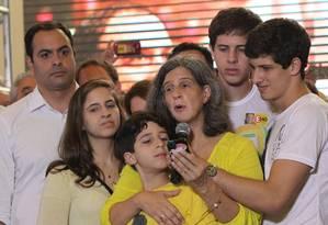 Viúva do ex-governador Eduardo Campos (PSB), Renata Campos, acompanhada dos filhos Foto: MÁRCIO FERNANDES / ESTADÃO CONTEÚDO