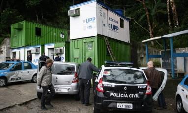 Amarildo teria sido torturado e morto atrás dos contêineres da UPP da Rocinha em 14 de julho de 2013 Foto: Thiago Lontra / Agência O Globo