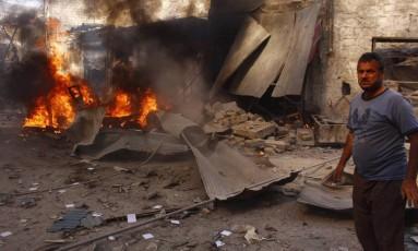 Ataque em Aleppo, na Síria, em agosto. Governo sírio foi acusado de usar armas químicas contra opositores e teve que se desfazer de seu arsenal Foto: Reuters