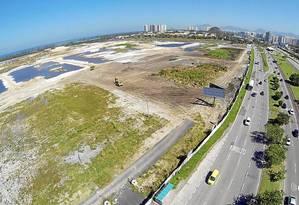 Visto do drone. O campo de golfe, na APA de Marapendi: Comitê Rio 2016 diz que já iniciou plantio da grama e instalação do sistema de irrigação Foto: Felipe Hanower / Felipe Hanower/7-8-2014