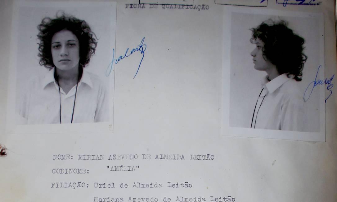 Ficha de Miriam Leitão (ou Amélia) quando foi presa, em 1972 Foto: Pedro Ladeira / Arquivo pessoal