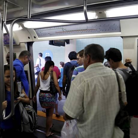 Trajeto de metrô da Central até Vicente de Carvalho demorou 32 minutos Foto: Hudson Pontes / Agência O Globo