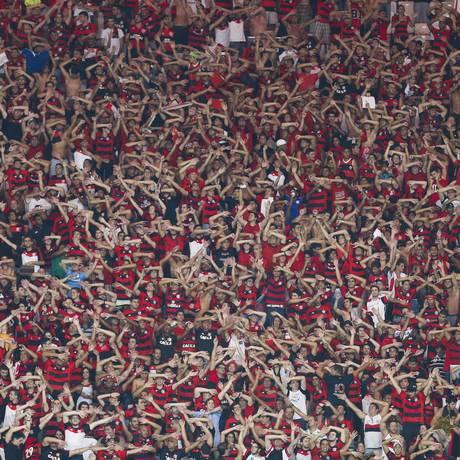 Torcida do Flamengo faz a festa no Maracanã Foto: Alexandre Cassiano / Agência O Globo