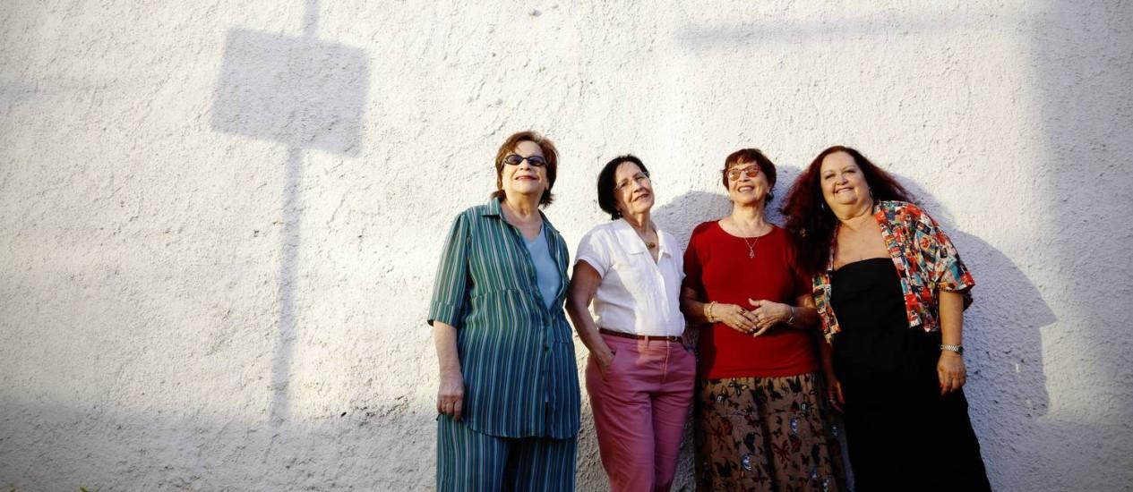 Cybele (primeira à esquerda), em foto de 2013: pouco antes de deixar o grupo, para se dedicar à família Foto: Camilla Maia / Agência O Globo