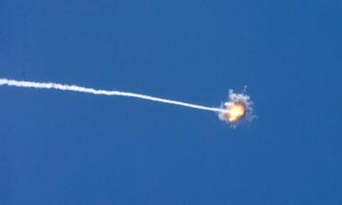 Sistema antimíssil de Israel intercepta foguete lançado de Gaza Foto: JACK GUEZ / AFP