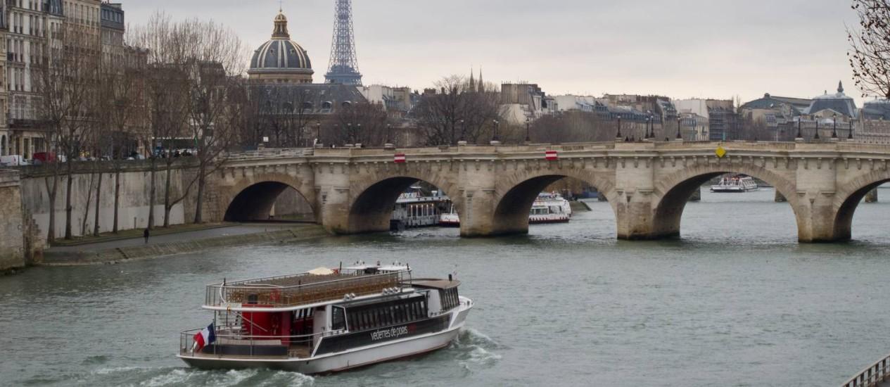 Cortázar, sobre a Pont Neuf: 'há ao fundo uma luz, e à meia-noite, quando não há ninguém, este canto, solitário, é para mim uma tela de Paul Delvaux' Foto: Divulgação