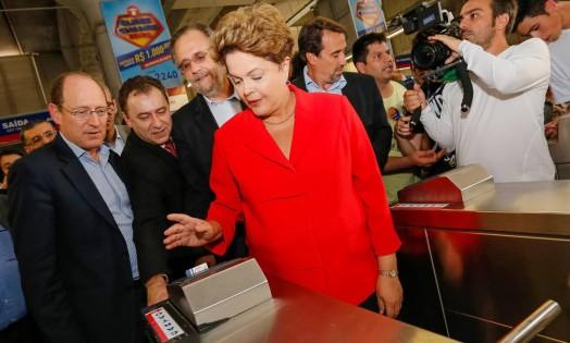 Dilma fez campanha no Rio Grande do Sul e visitou a linha de metrô recém inaugurada entre as cidades de São Leopoldo e Novo Hamburgo Foto: Divulgação